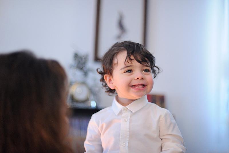 fotos-batizado-fotografia-retrato-preparativos-casa-Algueirao-luz-natural
