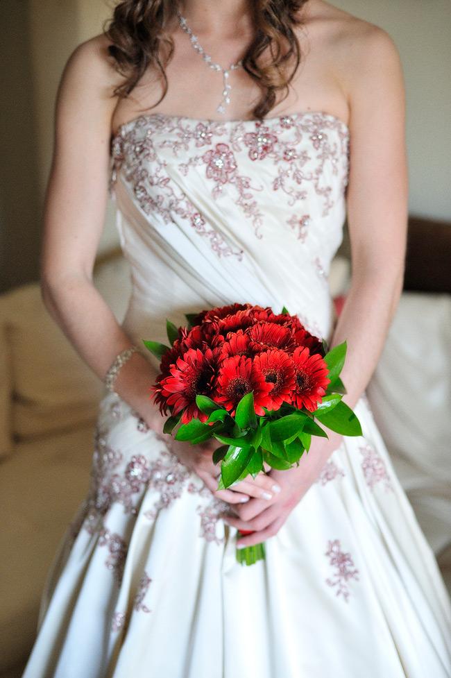 Bride-prep-Bouquet-Lisbon-Wedding-Foto-de-Sonho-Helio-Cristovao