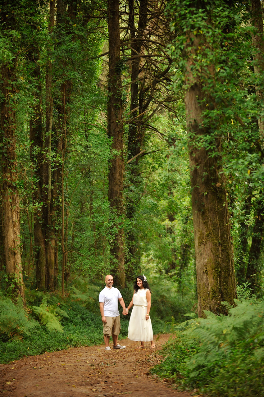 Foto de Sonho Portugal wedding photographer forest beautiful engagement shoot in Sintra