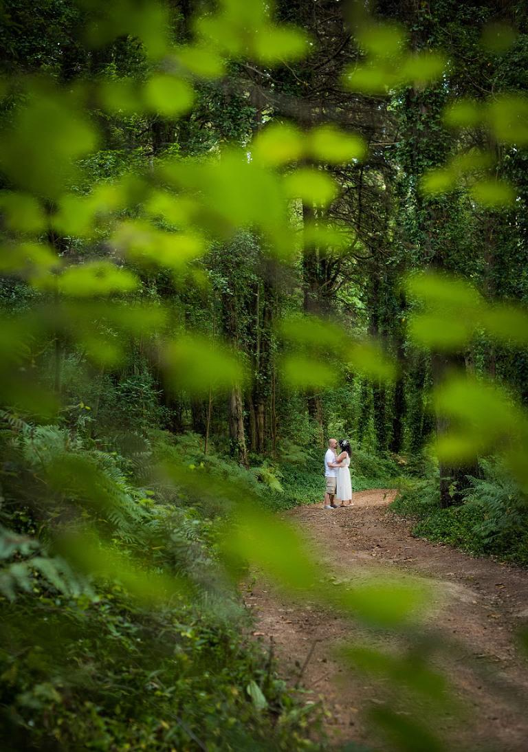 03 008 Foto de Sonho Marco Santos Marques Portugal wedding photographer Nature forest beautiful engagement shoot
